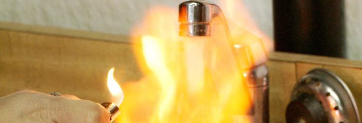 Feuer aus dem Wasserhahn - Das passiert beim Fracking (gefunden auf www.wahlkreis-192.de, Lizenz unbekannt)