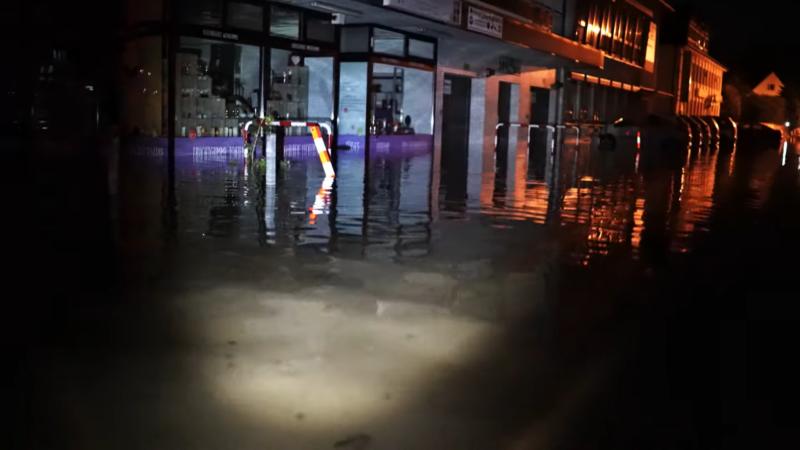 """Screenshot aus dem Video """"Opladen geht unter"""""""