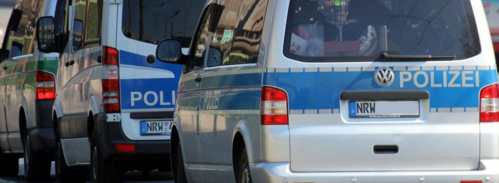 Fahrzeug der Polizei NRW (Ansicht von hinten)